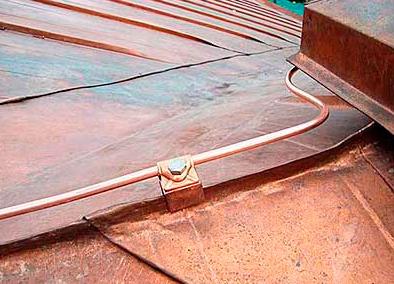 Молниеприемник на металлической крыше