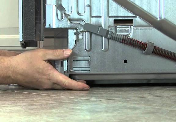 Регулировка ножек на посудомойке