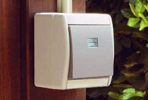 Выключатель внешней установки в стене