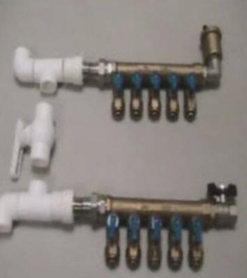 Подключаем трубы контуров к коллектору для тёплого пола