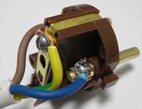 Подключение проводов к электровилке