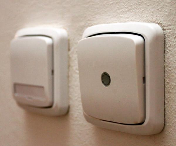 Скрытый выключатель в стене
