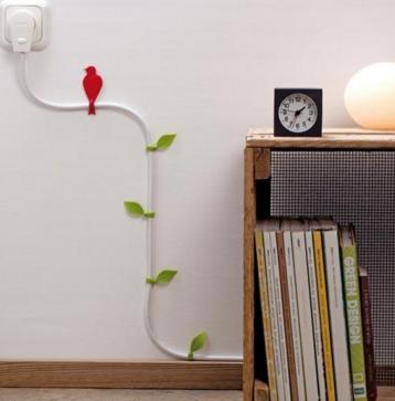 спрятать провод на стене