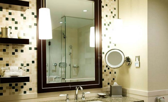 Освещение зеркал в ванной виды
