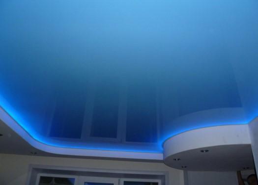 Подсветка натяжного потолка в ванной