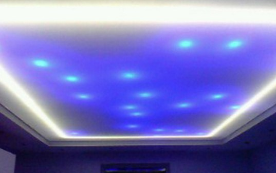 Подсветка подвесного потолка в ванной