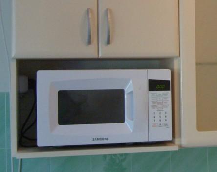 Крепление микроволновки в кухонном гарнитуре