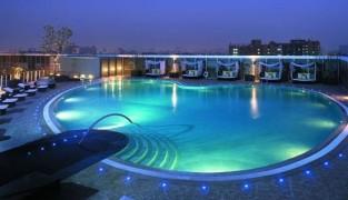 Освещение бассейна: основные способы