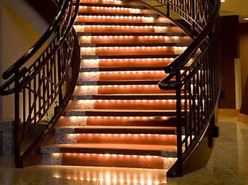 Подсветка лестницы светодиодной лентой