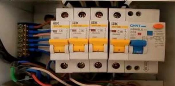 Разводка электрощитков с помощью двойных наконечников