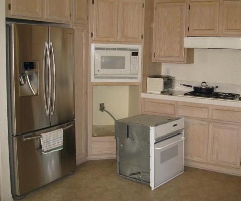 Размещение духового шкафа в нише на кухне