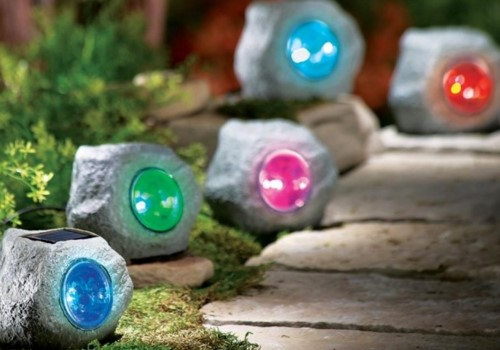 Садовые светильники в форме камней