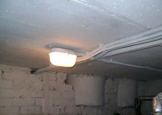 лампа в сарае