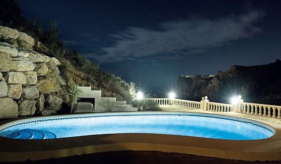 общая подсветка бассейна