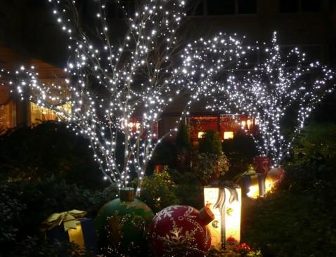 светодиодная лента на дереве