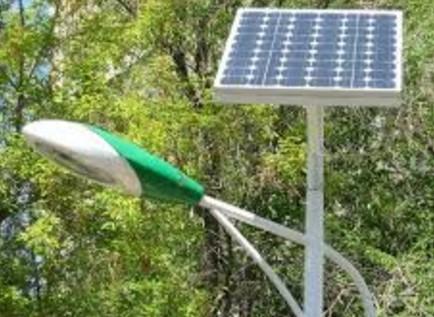солнечный светильник на столбе