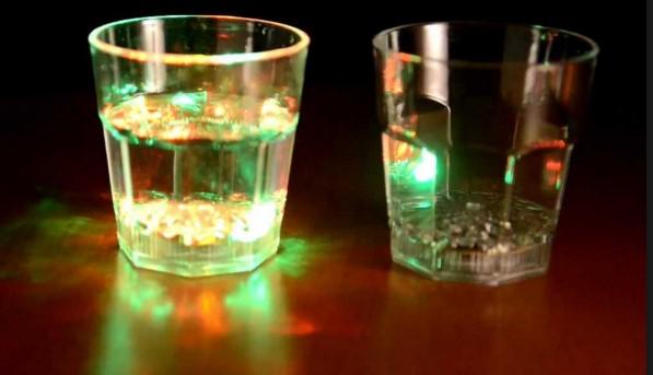 Как сделать стакан с автоматической подсветкой своими руками