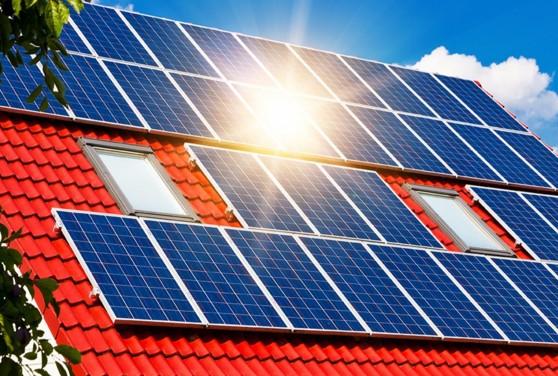 Панели солнечных батарей на крыше