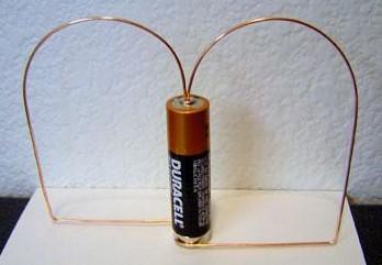 как сделать электродвигатель из батарейки