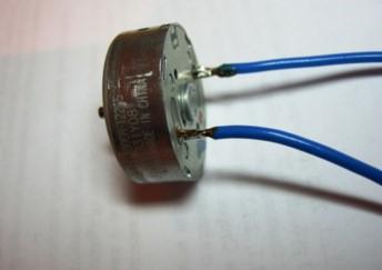 крепим провода к мотору