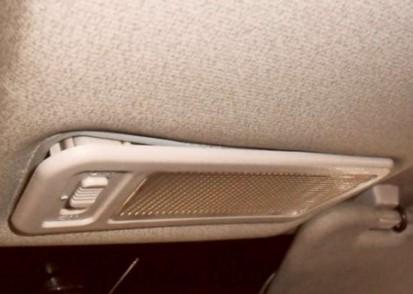 выдавливаем плафон в машине