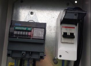 устанавливаем двухполюсный автомат