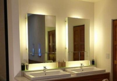 интересная подсветка в ванной зеркала