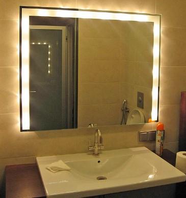 простая подсветка зеркала в ванной