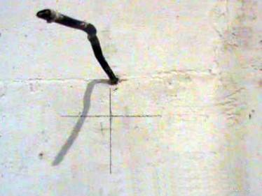 Крестик на стене