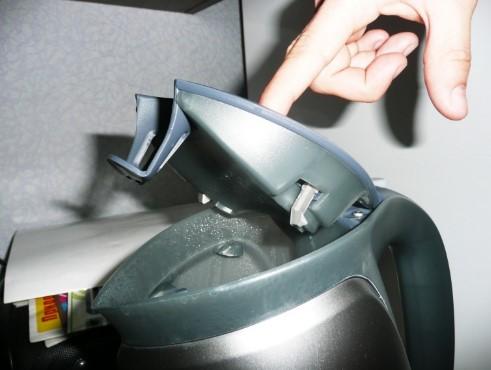 Открытая крышка в электрочайнике