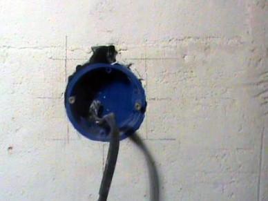 Подрозетник в стене
