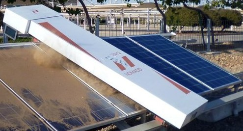 Робот для чистки солнечных панелей