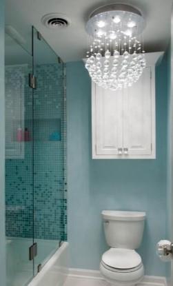 хрустальные люстры в ванной комнате