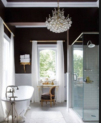 хрустальные люстры в ванной