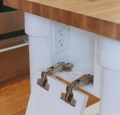 Розетка в потайном отделе кухонного шкафа