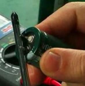 Разрядка конденсатора с помощью отвертки