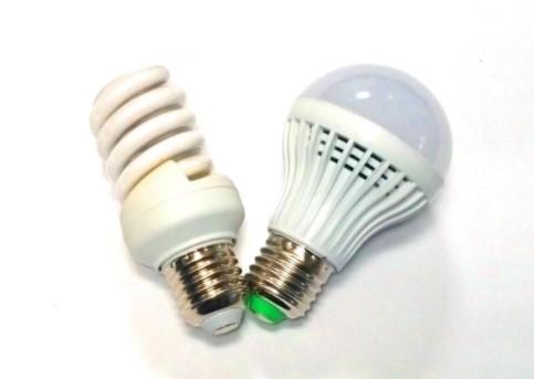 Как выглядит сравнение светодиодных и энергосберегающих ламп