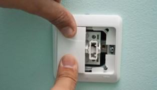 Как заменить выключатель света?