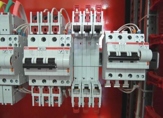 Автоматические выключатели вводной панели