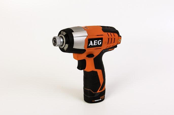 Аккумуляторная отвертка AEG