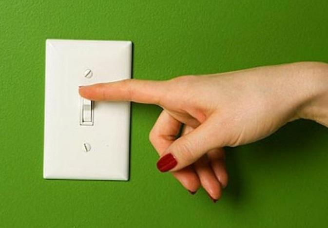 как выкрутить светодиодную лампочку из точечного светильника