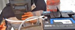 Делаем самодельный двигатель из батарейки, проволоки и магнита